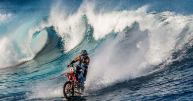 Ο Robbie Maddison οδηγεί στη θάλασσα