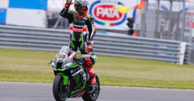 WSBK Donington Park Race 1 Tom Sykes