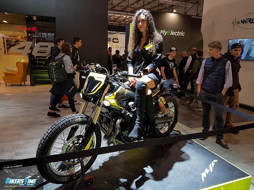EICMA 2017 Valentino Rossi Yamaha XJR1300 Flat Tracker - Bikerstime