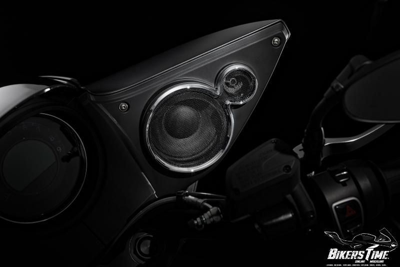 Moto Guzzi MGX-21 Speakers